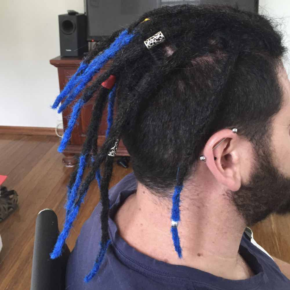 synthetic dreads, faux locs, blue dreads tips, blue dreads